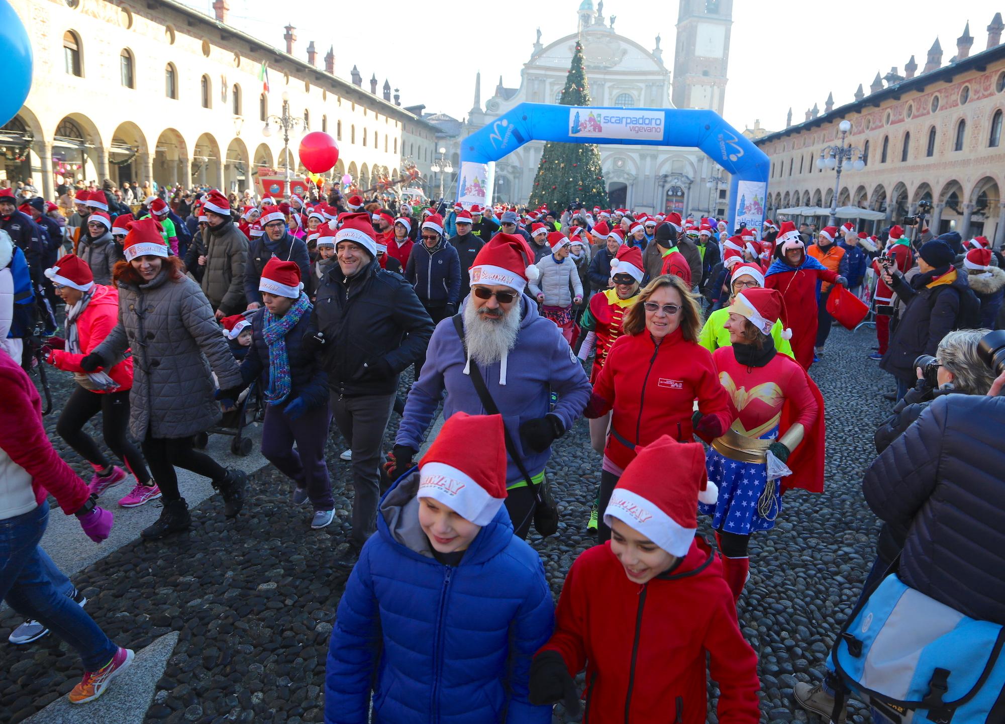 La 4^ Scarpadoro di Babbo Natale ha riscaldato la Piazza Ducale di Vigevano!