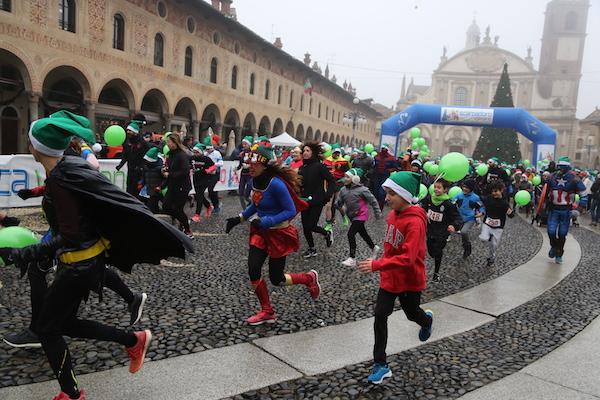 La 5^ Scarpadoro di Babbo Natale ha fatto correre oltre 600 persone questa mattina a Vigevano!